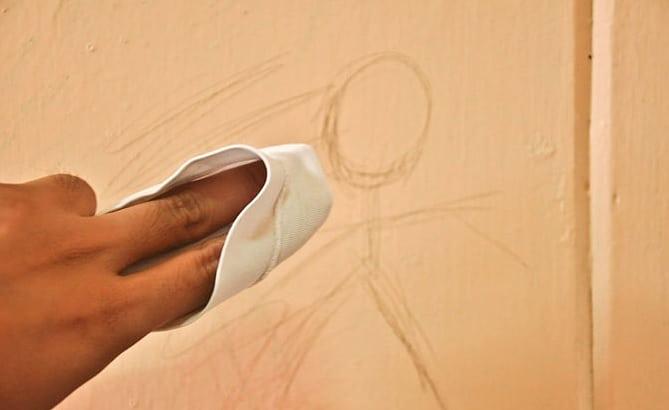 Manchas de desenhos na parede