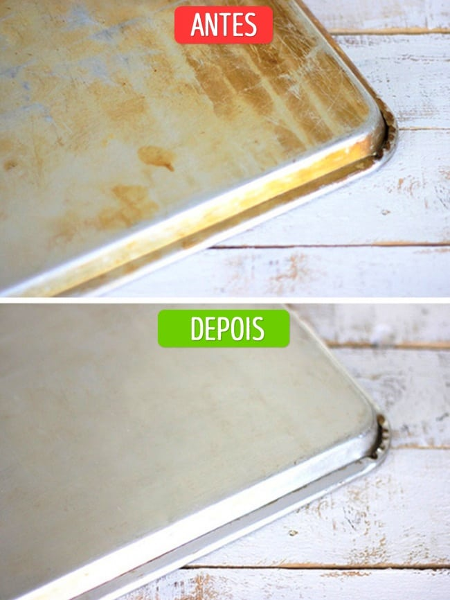 Antes e depois da assadeira limpa com bicarbonato de sódio
